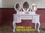 Meja Rias Cermin Oval