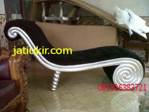 Sofa-Kursi-Santai-Keong terbuat dari bahan baku kayu mahoni dan bahan busa yang berkualitas