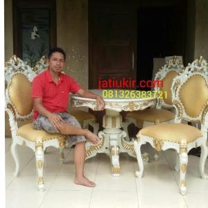 Kursi makan minerva meja bundar